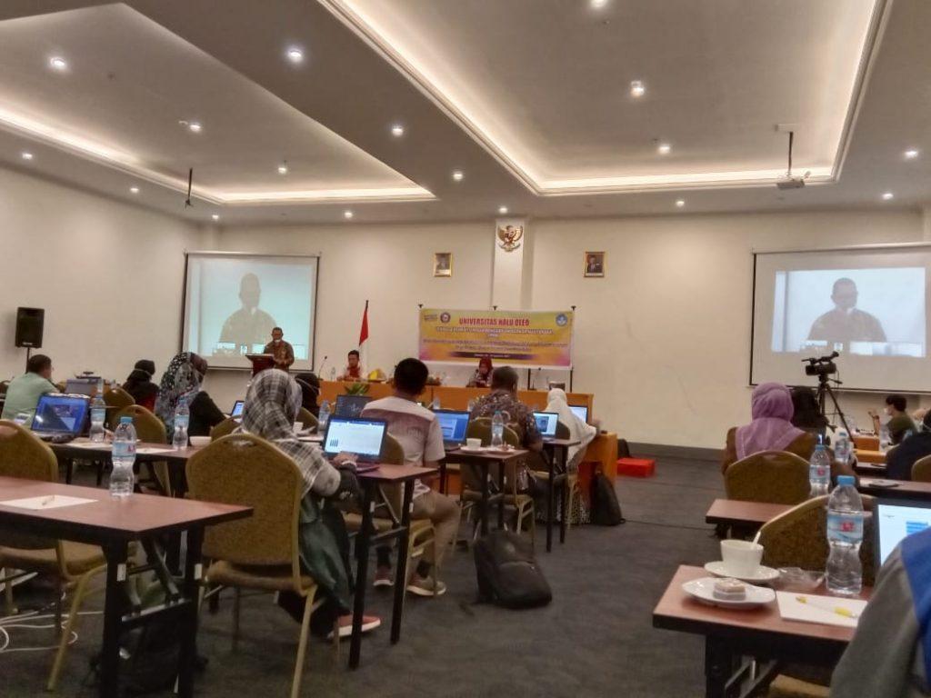 Pelatihan Penyusunan Artikel Ilmiah International LPPM UHO